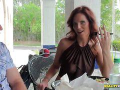 Порно зрелых мам с молодыми парнями