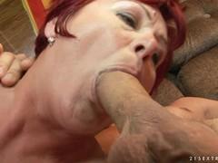 порно зрелую маму в рот