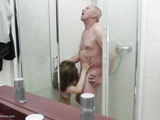 Порно кончил в рот и поцеловал