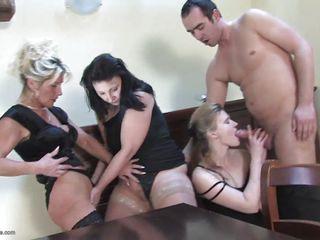 Порно зрелых в нижнем белье