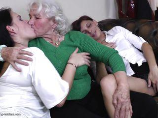 Порно зрелые в сауне
