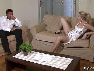 Порно со зрелыми телками